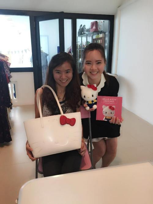 And we have the first visitor of the day, Shanny, from Malaysia! I was a bit taken aback when Shanny said she is currently using a picture I took in Hello Kitty Crochet as her desktop wallpaper :') Thank you Shanny for making my day! And I love the Hello Kitty bag!