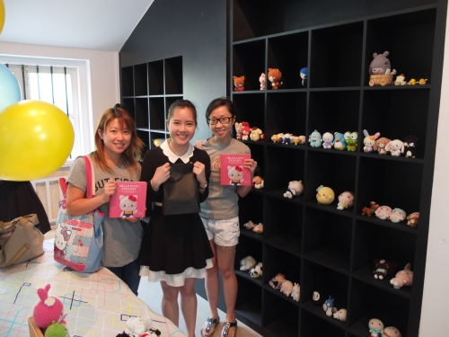 Tian Min of @5ambento and Lin of @maysatch from Instagram who came bearing gifts! What an honour to meet them finally!