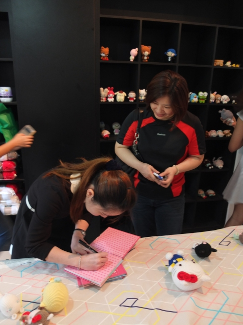 Nancy, who often participates in a Taiwan-based crafters group who crochets to cheer up the children at a local hospital. They've made Tuxedo Sams and Little Reds based on amiguruMEI's patterns :)
