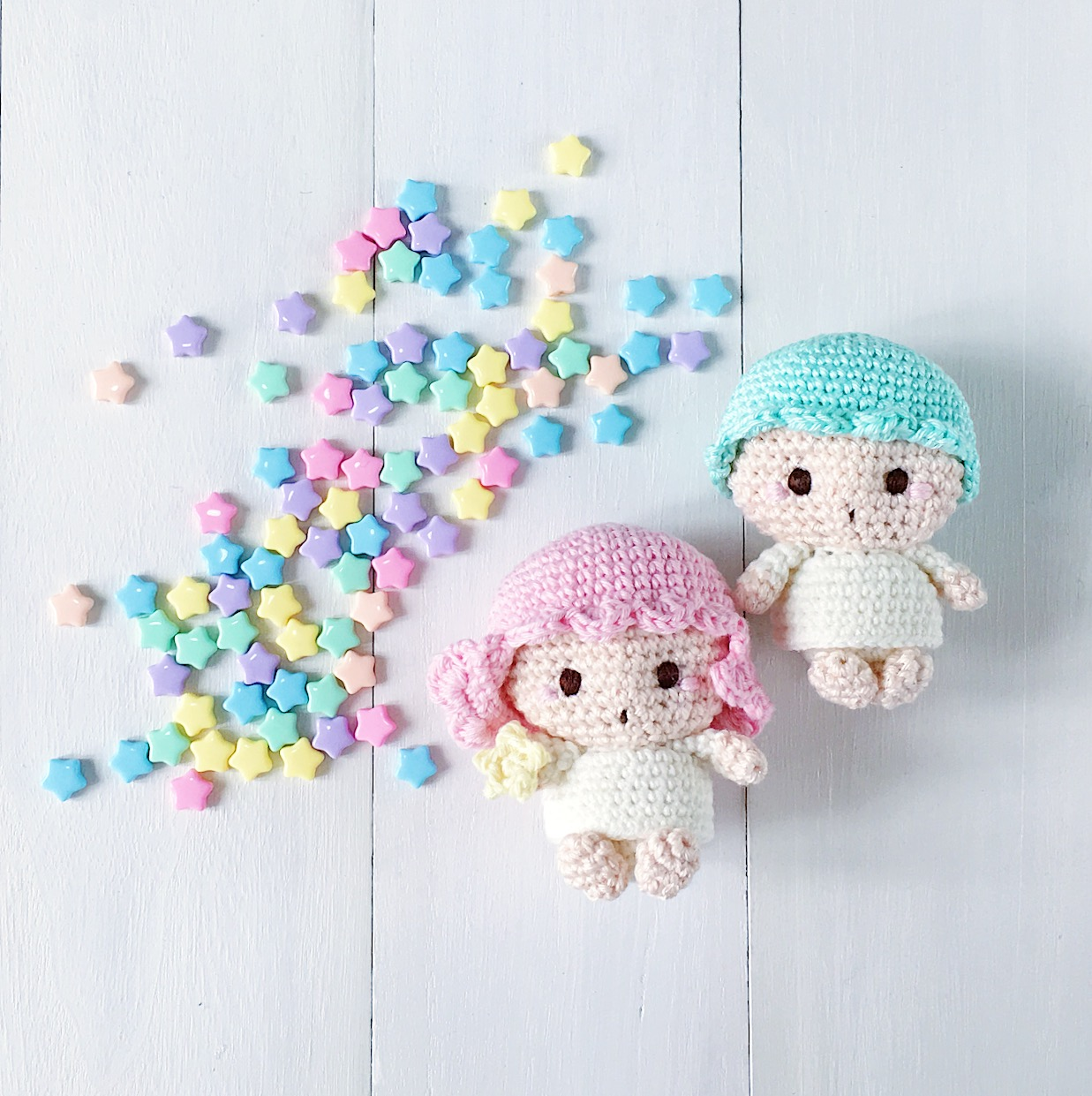 Miniature amigurumi Hello Kitty keychain (free crochet pattern ... | 1241x1237