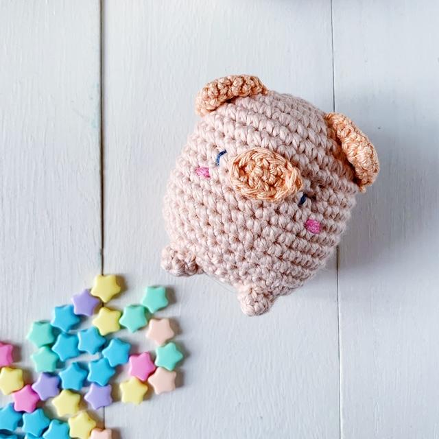 Peter the Piglet: Free Amigurumi Piglet Crochet Pattern     640x640