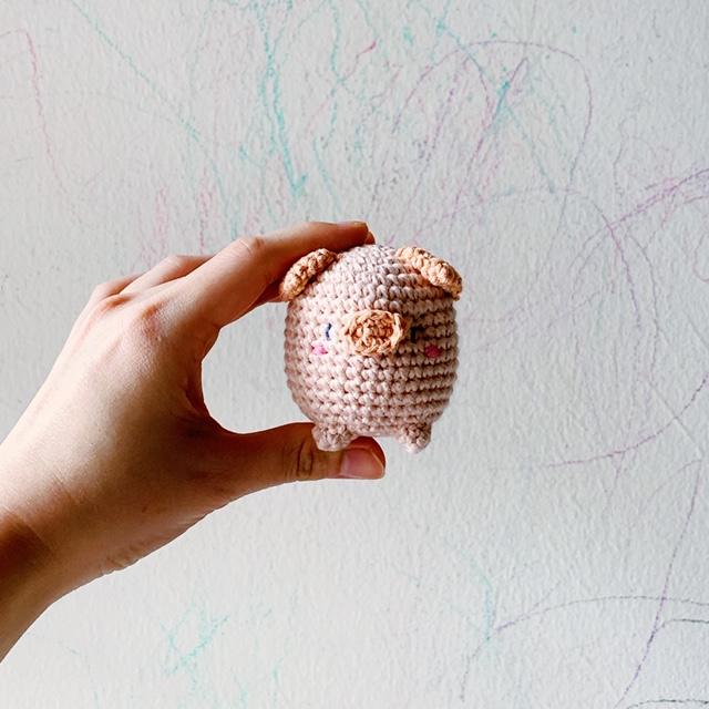 Amigurumi sweet pig free pattern | Amiguroom Toys | 640x640